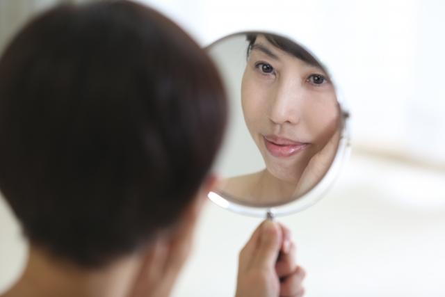 鏡の前の不安